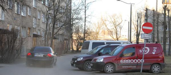 Управа хочет штрафовать за неправильную парковку во дворах
