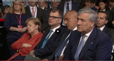 Устала: Меркель заснула во время речи президента Эстонии