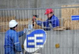 В Кохтла-Ярве упавший металлический каркас искалечил ноги двум рабочим