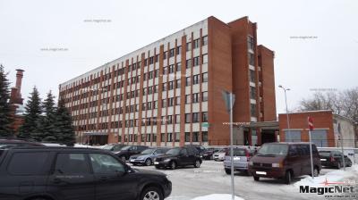 Восемь квартирных товариществ Нарвы просят власти сделать парковку для автомобилей