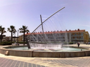 Чудо-фонтан в виде лодки в Валенсии