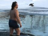 в Нарве на крещенские купания решились около 40 человек, включая священника