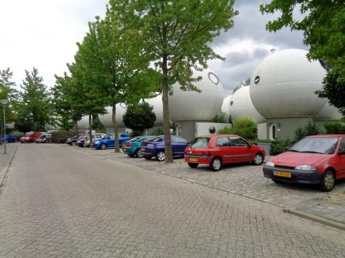 Уникальные дома-шары в Нидерландах