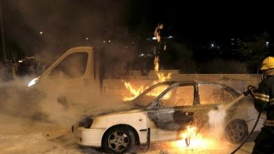 В Нарве на парковке сгорел автомобиль, владелец подозревает поджог