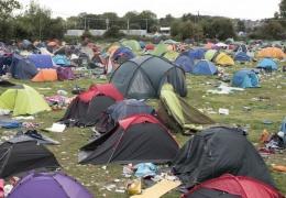 60 000 палаток и кучи мусора оставили после себя посетители музыкального фестиваля в Великобритании