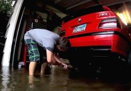 Парень смог спасти свою BMW M3 от наводнения