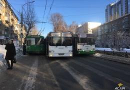 Необычный способ заблокировать одну из важных дорог в Новосибирске