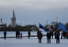 ФОТО: праздничное поднятие флага на рассвете прошло и в Нарвском замке
