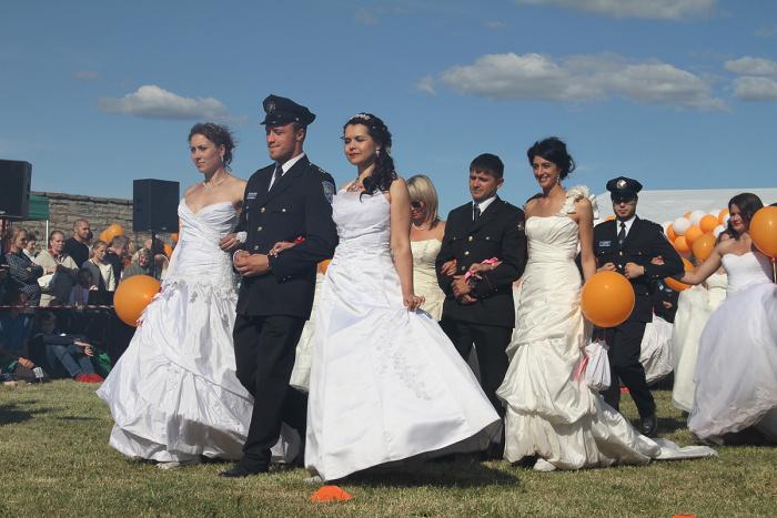Дневник акции. Дефиле и танец невест
