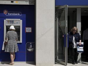 Греки за день сняли со счетов более 800 миллионов евро