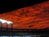 Нереальное небо над бейсбольным стадионом
