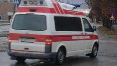 В Нарве двигавшийся задним ходом автомобиль наехал на пенсионерку