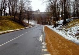 ФОТО: в Нарве улицы завалили песком
