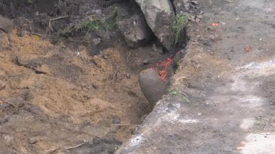 В Нарве нашли похожий на бомбу предмет, который оказался пограничным столбом