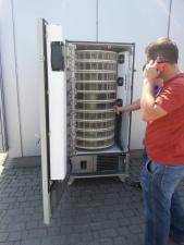 Первый автомат по продаже червей открыли в Украине