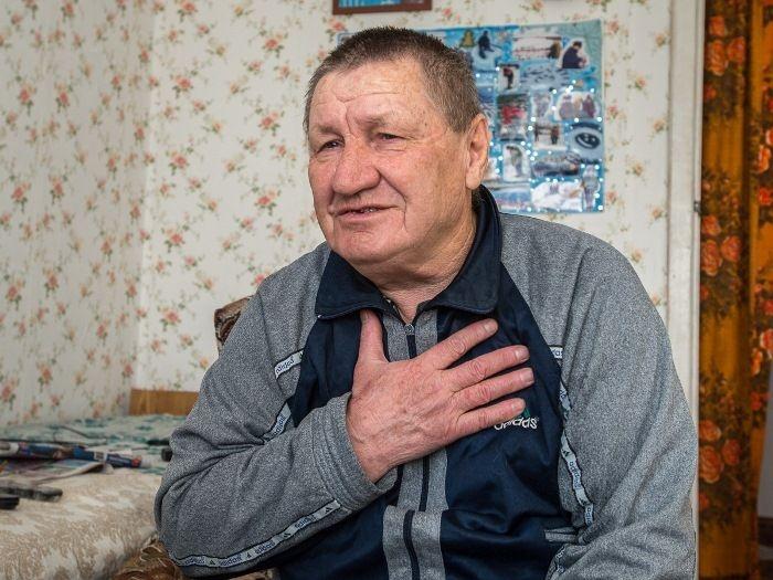 Удивительные новогодние открытки на льду от амурского пенсионера
