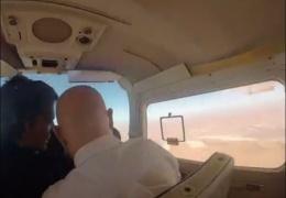 Открыл форточку в самолете