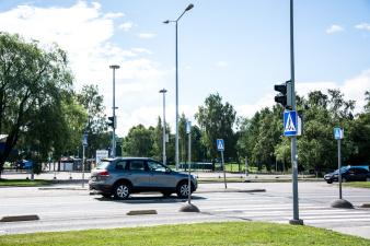 В Нарве на двух пешеходных переходах под машину попали женщина и девочка