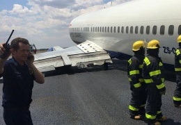 В аэропорту Йоханнесбурга самолет завалился на бок во время посадки