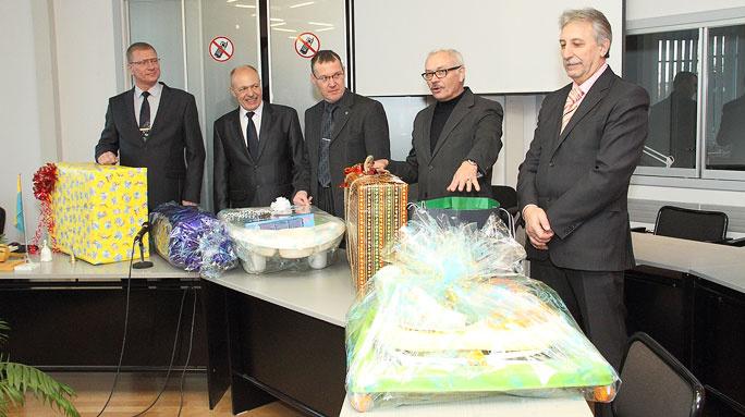 Соседние города приготовили подарки для первых новорождённых нового года