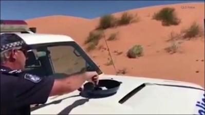 Австралийский полицейский пожарил яичницу на капоте своего автомобиля