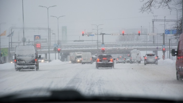 Департамент: дорожные условия в Эстонии из-за снегопада переменчивые