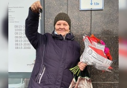 Жительница Омска переезжает из железной цистерны в благоустроенную квартиру