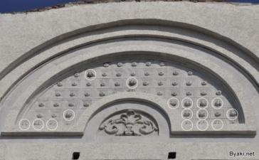 Ремонт фасада исторического здания пластиковыми бутылками