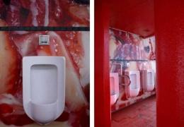Общественный туалет, похожий на торт