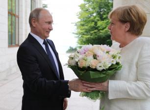 """Путин обещал Меркель продолжить транзит газа через Украину после запуска """"Северного потока 2"""""""