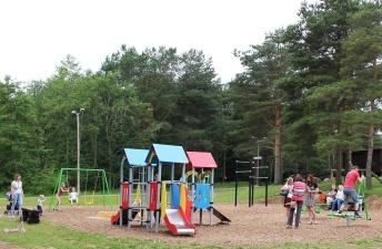 На Ореховой горке в Нарве появились новые тренажеры и детская площадка