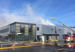 Тушение пожара на складе Maxima в Таллинне продолжается уже более 12 часов, жителям района рекомендуется закрыть окна