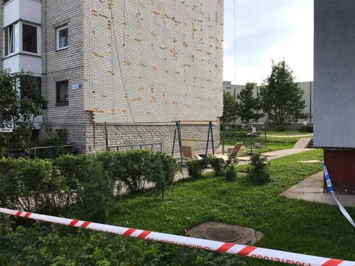 Двое строителей пострадали в Нарве при падении с высоты шестого этажа