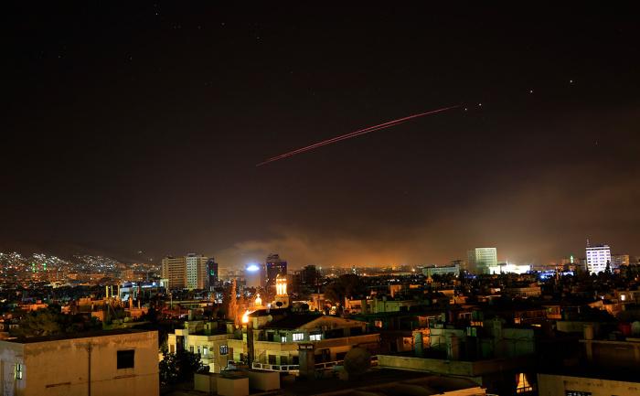 Минобороны: по Сирии выпущено более 100 ракет, Франция предупредила Россию об ударе