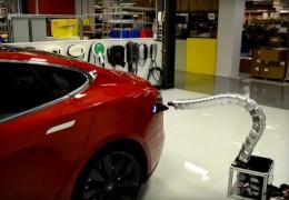 Tesla показала прототип роботизированной зарядки для электомобилей