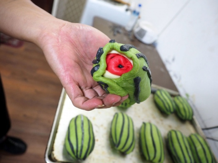 Тайваньский пекарь Lee Wen-fa придумал хлеб в виде квадратных арбузов