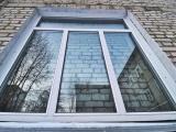 В Кургане окна в больнице установили поверх кирпичной стены