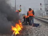 Этот поезд в огне: в замерзшем Чикаго пришлось поджечь рельсы