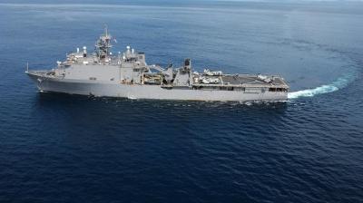 Корабль США в Черном море контролирует российский сторожевик