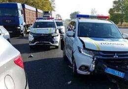 В Запорожье полицейские разбили два новых автомобиля Mitsubishi Outlander