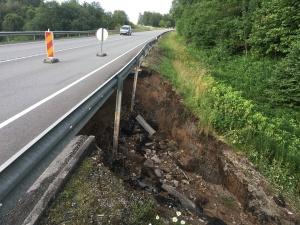 Ремонт обвалившейся насыпи на шоссе Таллинн-Нарва планируется завершить в пятницу