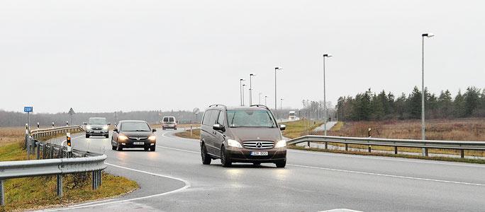 При похолодании шоссе Нарва - Таллинн может оставаться скользким до 4 часов