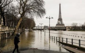 Уровень воды в Сене достиг пиковой отметки