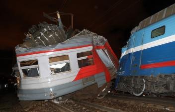 В Москве по факту столкновения поезда и электрички возбуждено уголовное дело