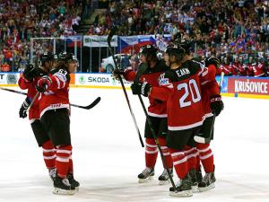 Российские хоккеисты не сумели защитить чемпионский титул, уступив канадцам по всем статьям