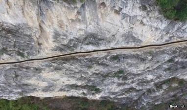 Китаец продолбил 10-километровый канал в горе, чтобы обеспечить деревню водой