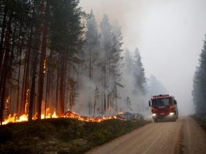 Швеция продолжает борьбу с огнем