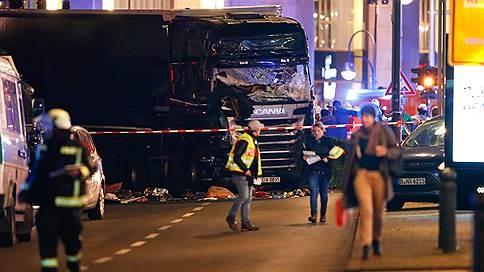 На рождественской ярмарке в Берлине грузовик въехал в толпу
