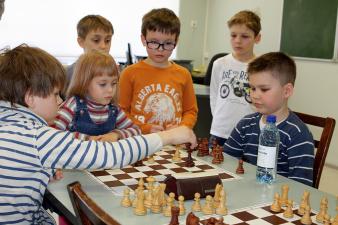 Юные шахматисты в Нарве борются за путевки на чемпионат Европы и мира