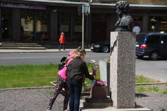 Нарвские школьники отметили день рождения Александра Пушкина